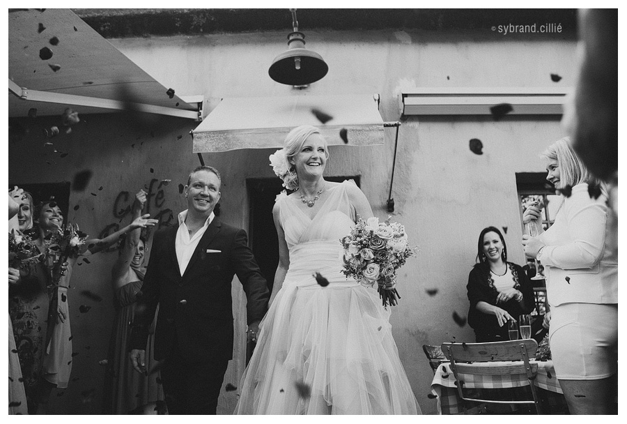 Stunning wedding at La Petite Dauphine, Franshhoek by Sybrand Cillié